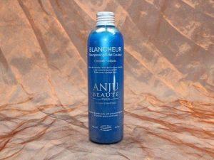 Anju Beauté Blancheur Shampoo 250 ml 1 300x225 - [:nl]Anju-Beauté, Blancheur Shampoo, 250 ml[:en]Anju-Beauté, Blancheur Shampoo, 250 ml[:de]Anju-Beauté, Blancheur Shampoo, 250 ml
