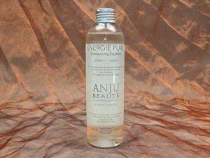 Anju Beauté Energie Pure Shampoo 250 ml 1 300x225 - [:nl]Anju-Beauté, Energie Pure Shampoo, 250 ml[:en]Anju-Beauté, Energie Pure Shampoo, 250 ml[:de]Anju-Beauté, Energie Pure Shampoo, 250 ml