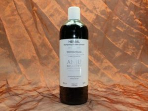 Anju Beauté Herbal Shampoo 1000 ml 1 300x225 - [:nl]Anju-Beauté, Herbal Shampoo,1000 ml[:en]Anju-Beauté, Herbal Shampoo,1000 ml[:de]Anju-Beauté, Herbal Shampoo,1000 ml