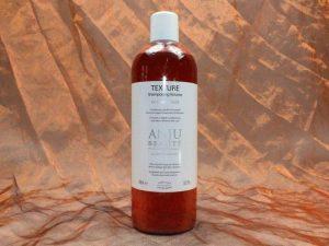 Anju Beauté Texture Shampoo 1000 ml 1 300x225 - [:nl]Anju-Beauté, Texture Shampoo, 1000 ml[:en]Anju-Beauté, Texture Shampoo, 1000 ml[:de]Anju-Beauté, Texture Shampoo, 1000 ml