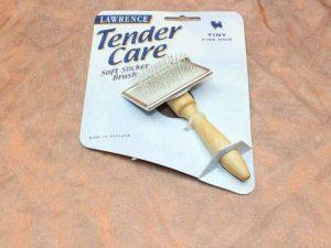 Lawrence Tender Care Slicker Brush Tiny 1 Pcs. 2 300x225 - Lawrence, Tender Care Slicker Brush Tiny, 1 Pcs.