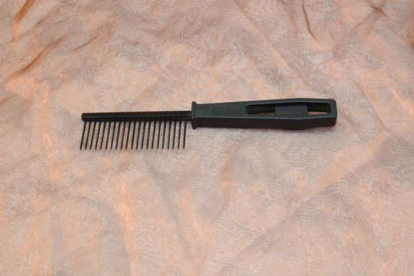 TLC The Comb Comb With Handle Coarse 1 Pcs. 2 600x400 - TLC, The Comb, Kam Met Handvat Medium, 1 Pcs.