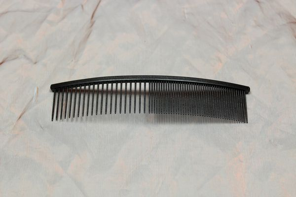 TLC, The Comb, 18 CM Curved Grof / Fijn – Black Metalic,1 Pcs.